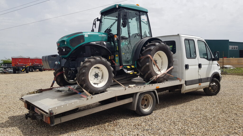 transport-tractor-dimensiuni-mici